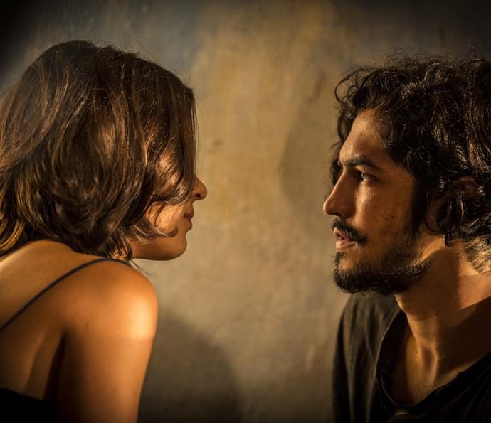 Olívia garante que não tem forças para lutar contra o amor que ela sente por Miguel (Foto: Inácio Moraes/Gshow)