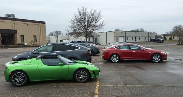 Tesla divulga imagem fazendo suspense sobre o novo Model 3 (Foto: Divulgação)