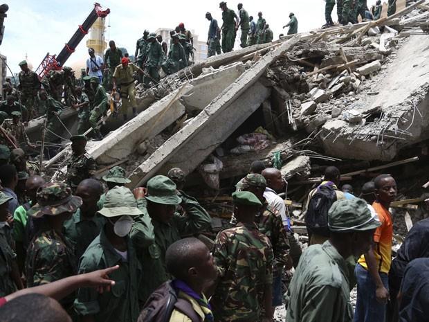 Edifício desaba na Tanzânia e deixa pelo menos 17 mortos (Foto: Emmanuel Herman/Reuters)