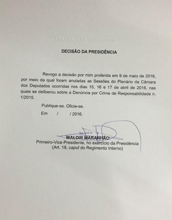 Waldir Maranhão revoga sua decisão de anular impeachment na Câmara (Foto: Reprodução)