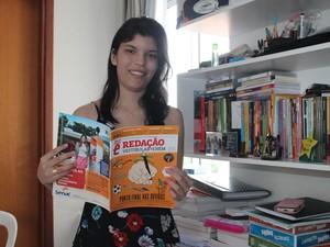 Estudante diz que leitura é fundamental para uma boa redação (Foto: Gilcilene Araújo/G1)