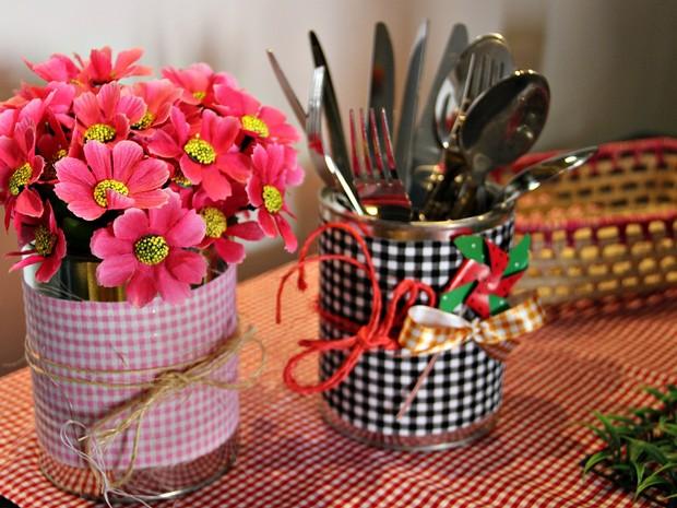 A proposta é reutilizar materiais e gastar pouco na decoração (Foto: Indiara Bessa/G1 AM)