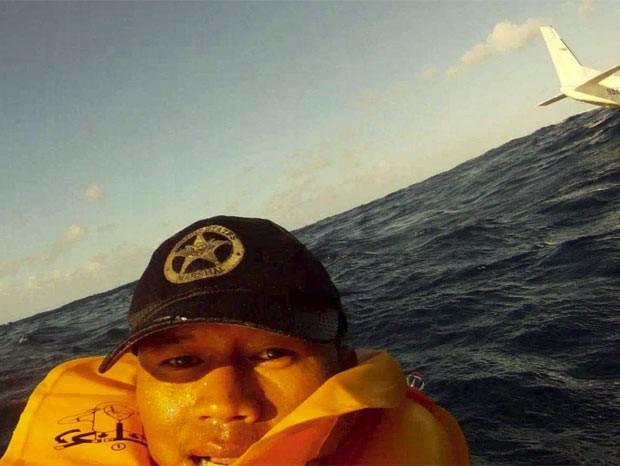 Ferdinand Puentes em seu selfie tirado logo após o acidente (Foto: Ferdinand Puentes/Facebook)