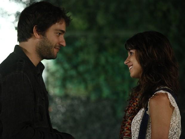 Davi e Manu se encontram na Tecnow e rola aquele clima! (Foto: Inácio Moraes/TV Globo)