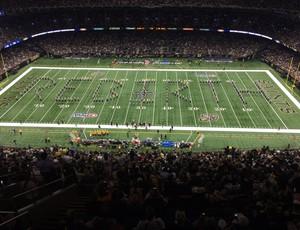 """Banda formou a palavra """"Rebirth"""" (Renascimento) no gramado do estádio do New Orleans Saints (Foto: Reprodução/Twitter)"""