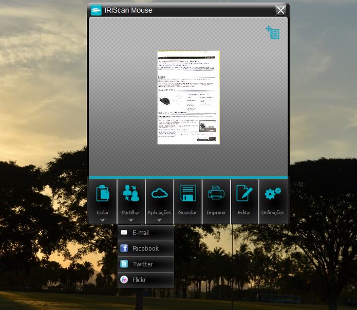 Com o IRIScan é possível compartilhar os arquivos digitalizados nas redes sociais (Foto: Carol Danelli/TechTudo)