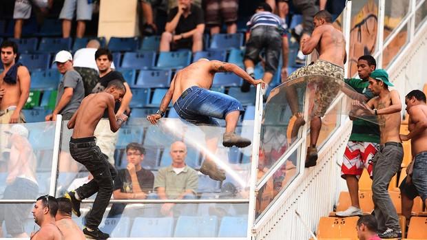 Confusão Torcida Palmeiras x Corinthians (Foto: Marcos Ribolli / Globoesporte.com)