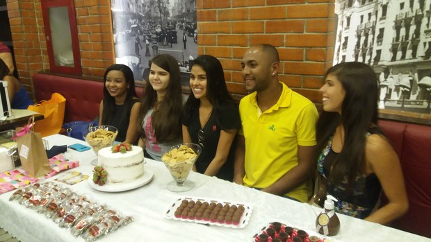 Munik festeja com fãs no Rio de Janeiro (Foto: Lucas Pasin/EGO)