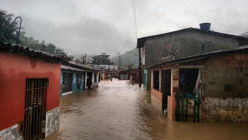 Rio Formoso, uma das cidades atingidas pelas chuvas, no Litoral Sul de Pernambuco (Foto: Bruno Grubertt/TV Globo)