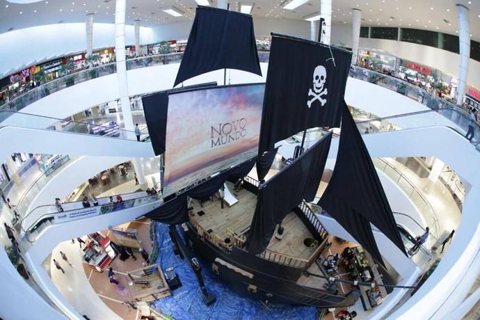 Um navio atracou em Curitiba para divertir o público (Foto: Luiz Renato Corrêa/RPC)