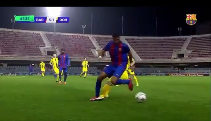 Mboula faz golaço pelo time de base do Barcelona