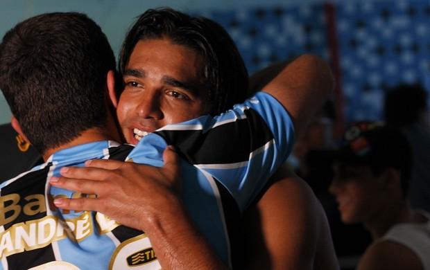 aquele abraço (Diego Guichard/GLOBOESPORTE.COM)