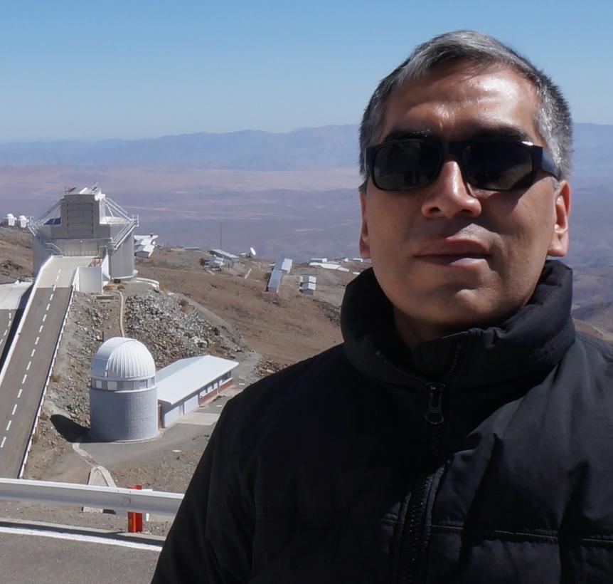 Astrônomo Jorge Meléndez nas instalações do ESO, no Chile (Foto: Acervo Pessoal)