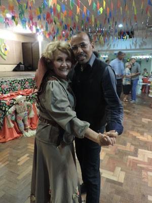 Luzinete Castro foi para o forró vestida de cangaceira  (Foto: Vitor Tavares / G1)