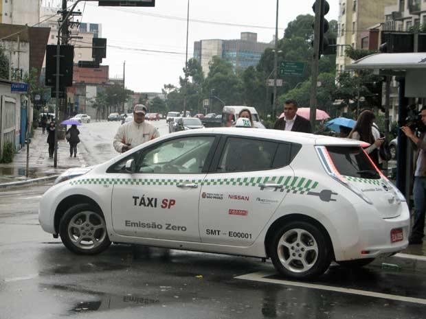 Em ponto na Avenida Paulista, táxi virou atração (Foto: Letícia Macedo/G1)