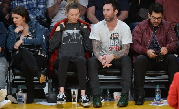 Behati Prinsloo e Adam Levine (Foto: BackGrid)