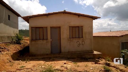 'Fica só a esperança', diz mulher que aguarda entrega de casa popular