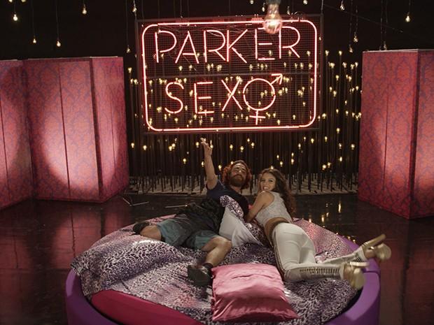 Vander Gleidson e Luene Pirulito no novo cenário do 'Parker sexo' (Foto: Parker TV)