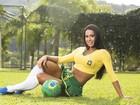 Gracyanne Barbosa posa sexy e em clima de Copa do Mundo