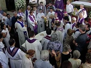Bispo Dom Paulo Mendes Peixoto presidiu a última missa em homenagem ao Monsenhor (Foto: Reprodução/TV Integração)