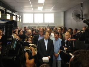 Sérgio Cabral chegou à Cidade da Polícia uma hora após o horário marcado (Foto: Lívia Torres/G1)