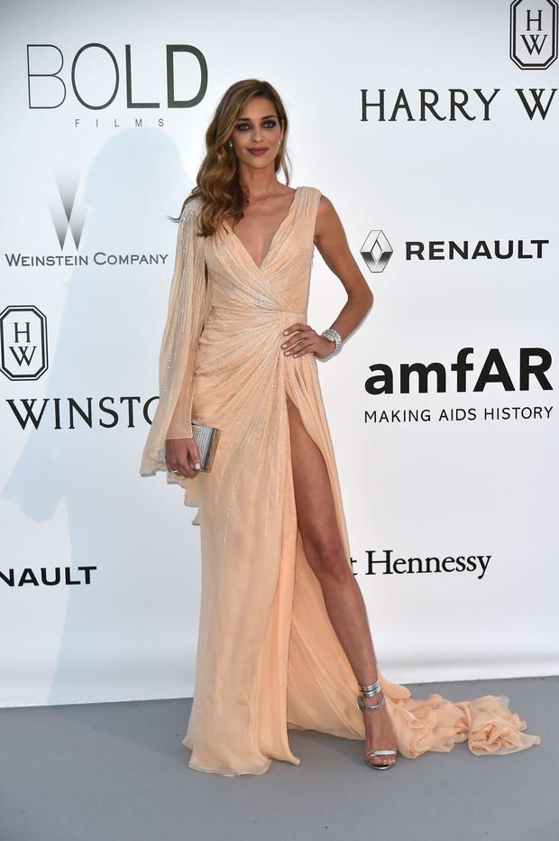 Ana Beatriz Barros no baile de gala da amfAR, em Cannes, na França (Foto: AFP)