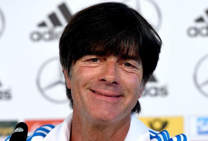 Joachim Low na coletiva da Alemanha (Foto: AFP)