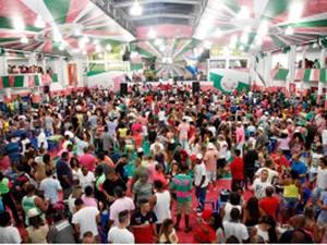 Ensaios na quadra da Mangueira acontecem aos sábados (Foto: Fernando Azevedo/ Divulgação)