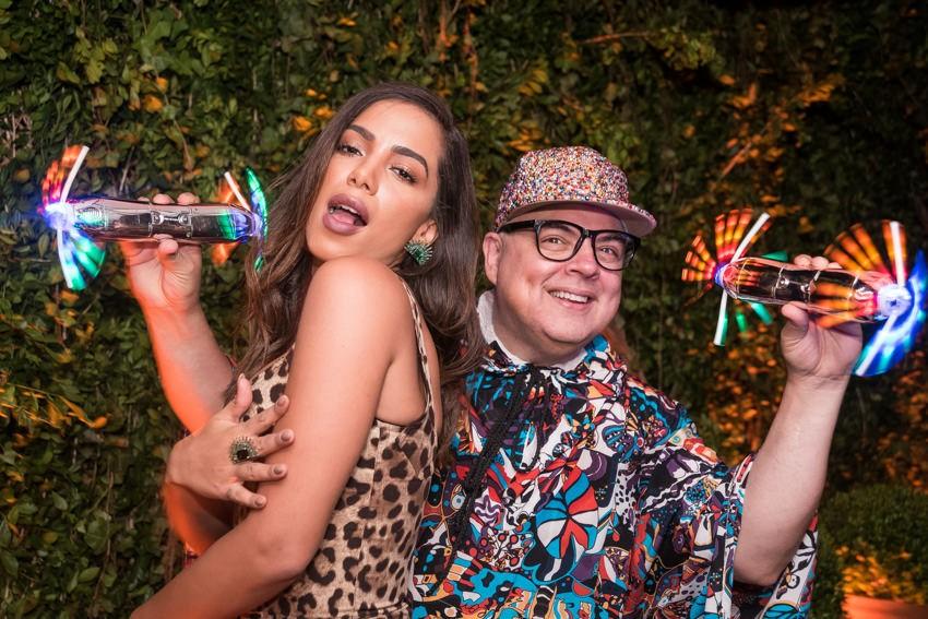 Anitta e o DJ Zé Pedro (Foto: Bruno Ryfer)