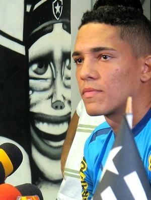 Gilberto na coletiva do Botafogo (Foto: Fred Huber / Globoesporte.com)