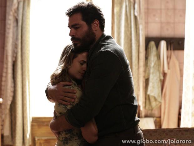 Toni se desculpa e garante que não vai beijar Gaia de novo (Foto: Fábio Rocha/TV Globo)