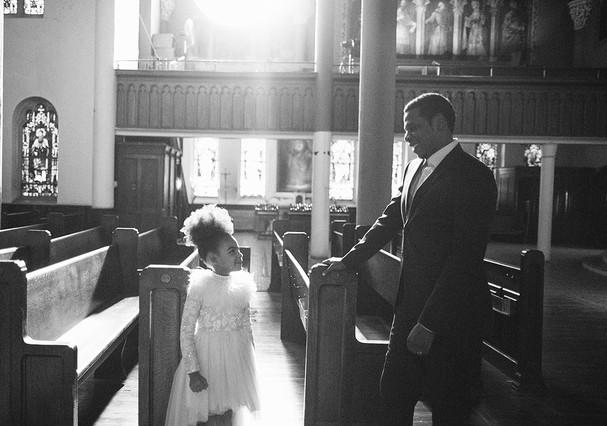 """Jay-Z e Blue Ivy em """"Family Feud"""" (Foto: Reprodução)"""