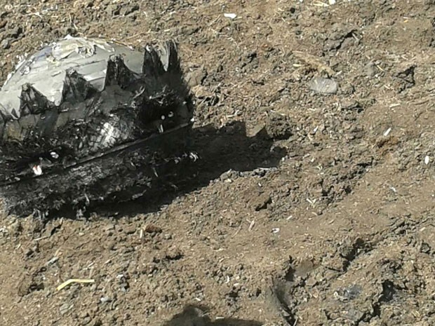 Foto tirada nesta segunda-feira (19) mostra detritos espaciais que caíram na cidade de Qiqihar  (Foto: AFP Photo)