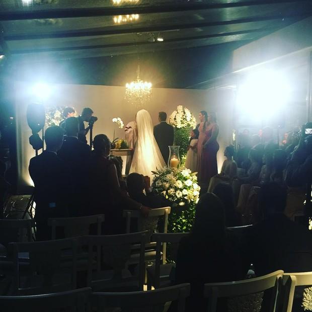 Antônia Fontenelle e Jonathan Costa no altar (Foto: Reprodução/Instagram)