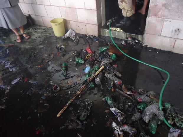 Incêndio queimou livros e outros materias guardados na sala de aula (Foto: Jota Dantas)