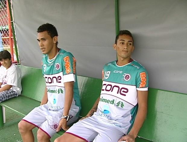 David e Thiago, zagueiro e volante da Desportiva Ferroviária (Foto: Reprodução/TV Gazeta)