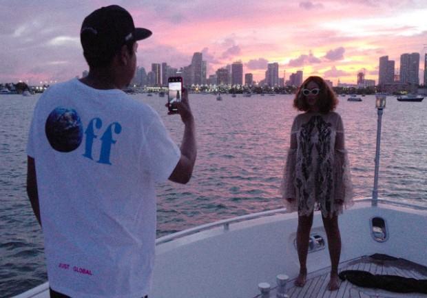 Jay-Z foi o autor do ensaio de fotos publicado no site da cantora (Foto: Reproduçāo Beyoncé.com)