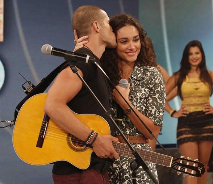José Loreto fez serenata para Débora Nascimento no 'Domingão' (Foto: Felipe Monteiro/Gshow)