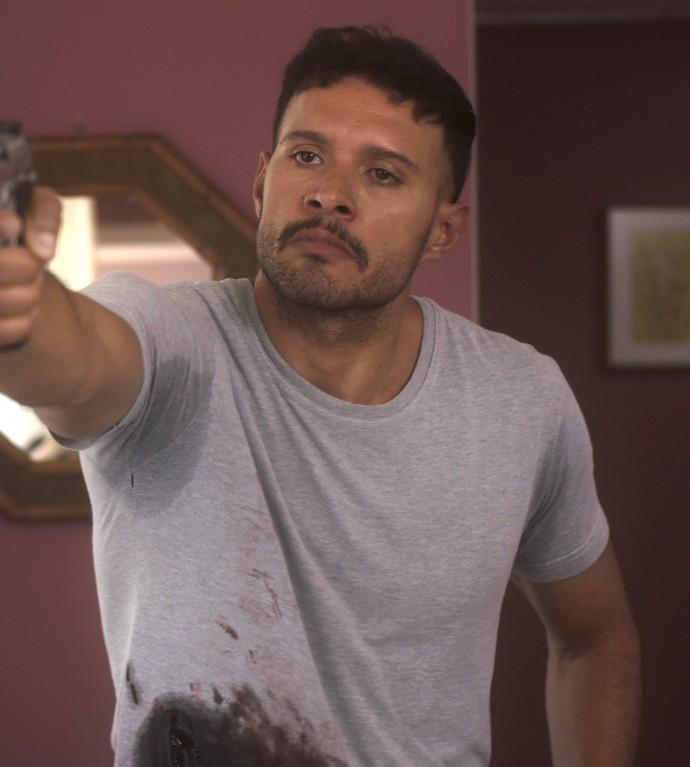 FIninho ameaça atirar em Bruno (Foto: TV Globo)