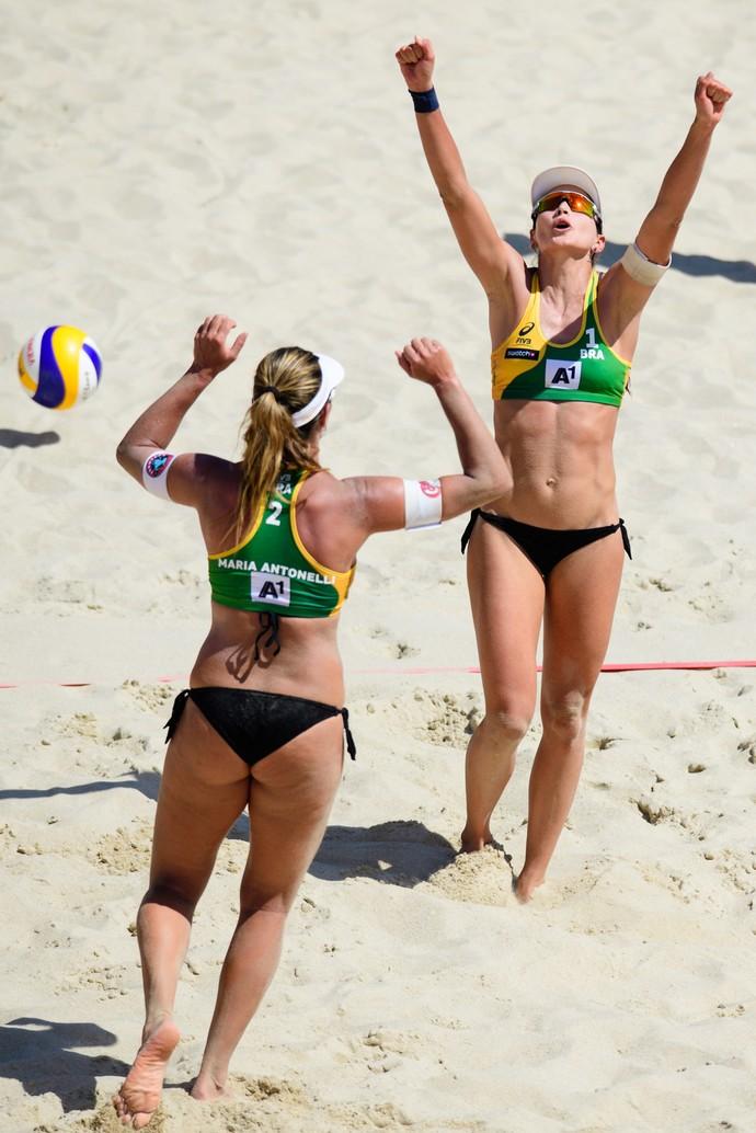 Maria Elisa e Carol vencem americanas  (Foto: Divulgação/FIVB)