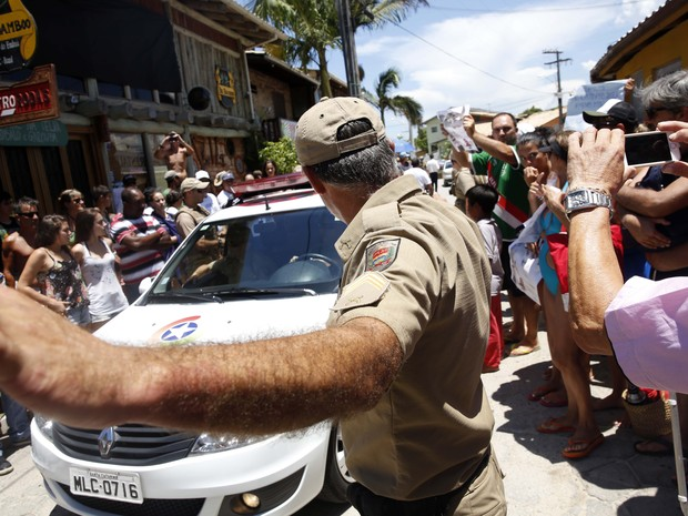 Recnstituição terminou por volta das 17h20, na Guarda do Embaú, em Palhoça (Foto: Guto Kuerten/Agência RBS)