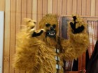Fãs vestidos de personagens de Star Wars assistem novo filme em BH