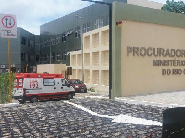 Ambulâncias do SAMU foi chamada para socorridos os feridos (Foto: Fred Carvalho/G1)
