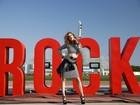 Rock in Rio: Sophia Abrahão resgata looks dos anos 80 em ensaio de moda