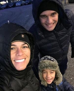 Tamires com o marido César e o filho Bernardo  (Foto: Instagram)