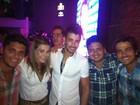 Gusttavo Lima comemora aniversário com amigos famosos