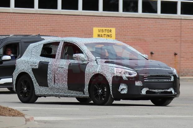 Flagra: Novo Ford Focus hatch em testes nos EUA (Foto: Automedia)