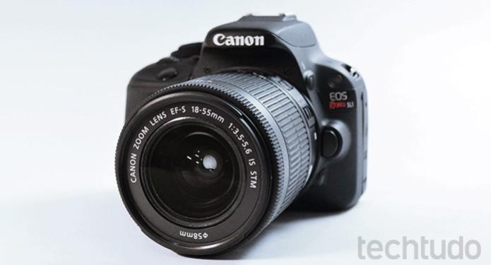 A Canon EOS Rebel SL1 (100D) é a menor DSLR de entrada disponível no mercado (Foto: Adriano Hamaguchi/TechTudo)