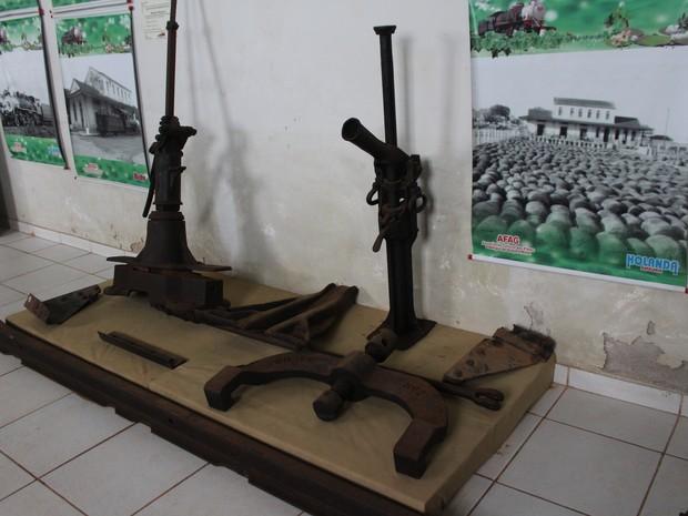 Objetos do acervo histórico do Museu de Guajará-Mirim  (Foto: Júnior Freitas/G1)