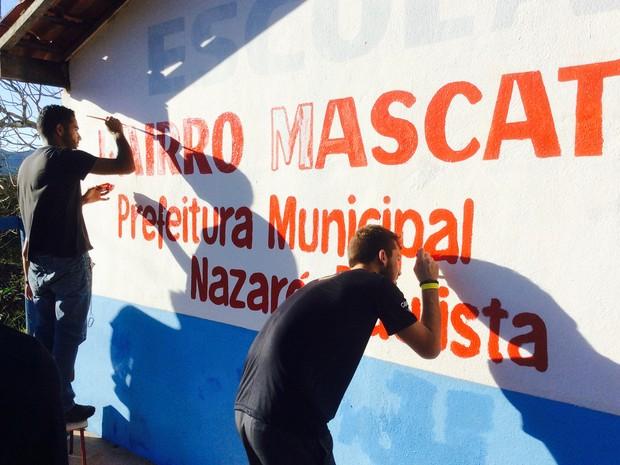 Jovens pintaram uma escola da zona rual de Nazaré Paulista (Foto: Divulgação)